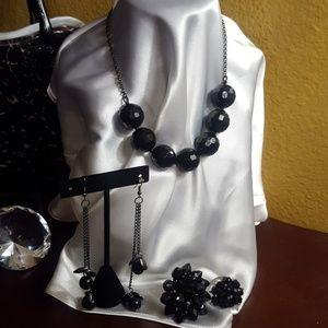 Jewelry - Black 4 piece necklace set
